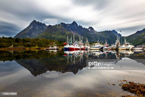 sildpolltjønna lake in lofoten norway - spiegelung stock pictures, royalty-free photos & images