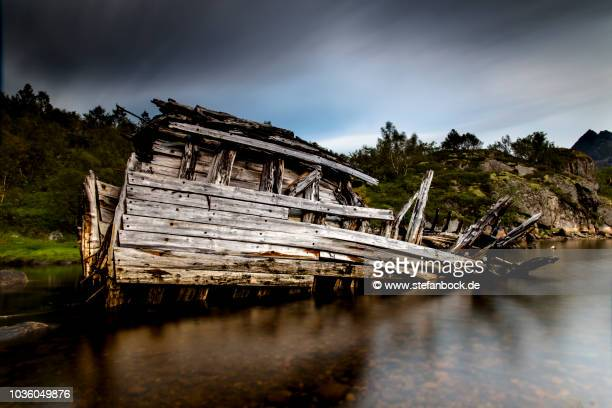 sildpolltjønna ship wreck iv - reise stock pictures, royalty-free photos & images