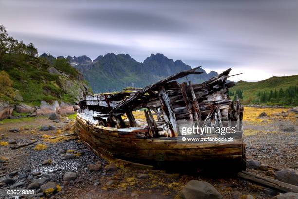 sildpolltjønna ship wreck - reise stock pictures, royalty-free photos & images