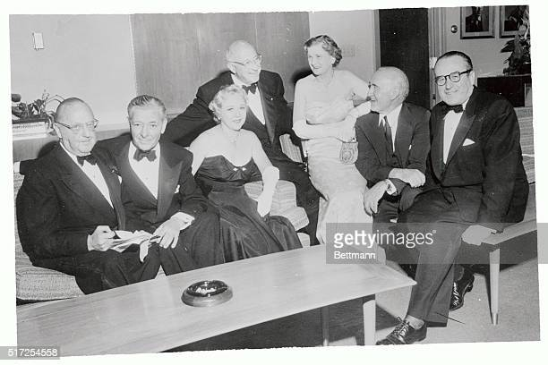 Silent film greats of the 1915-1925 era gather to receive George Eastman Awards for their contributions to the film industry. Jesse L. Lasky presides...