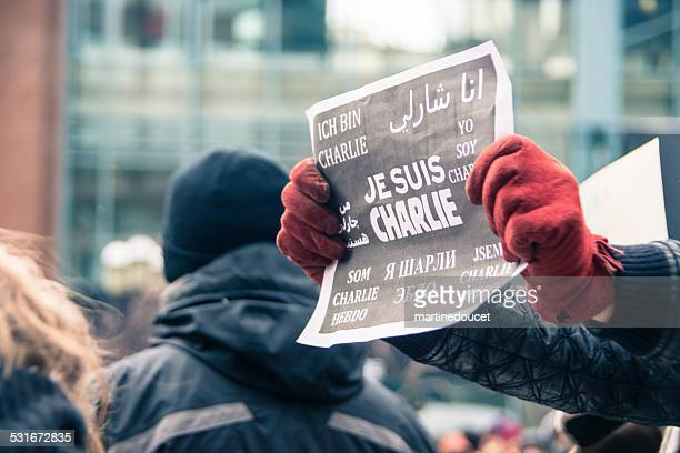 """silent republic march """"i am charlie"""" in montreal. - """"martine doucet"""" or martinedoucet stock pictures, royalty-free photos & images"""