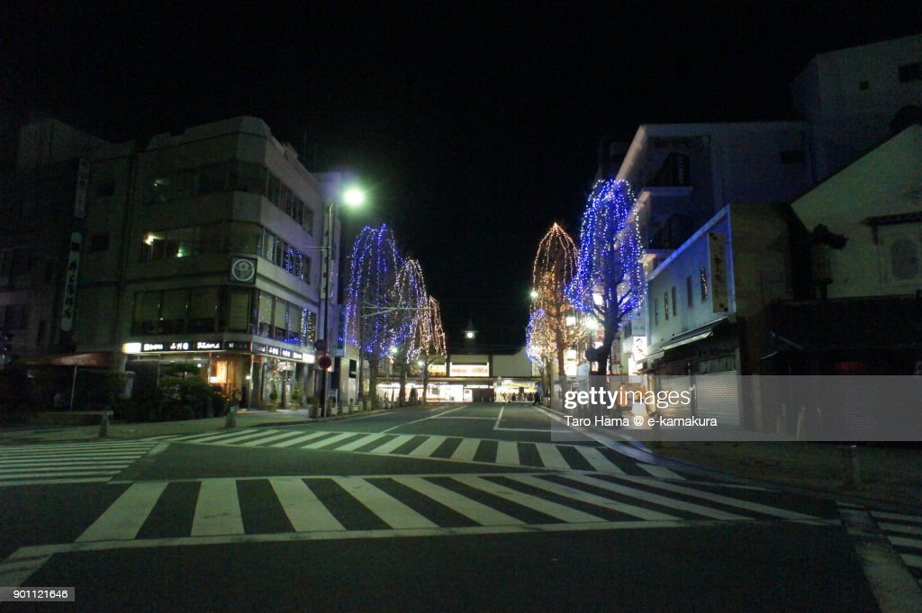Silent street in front of JR Kamakura station in new year's day midnight : ストックフォト