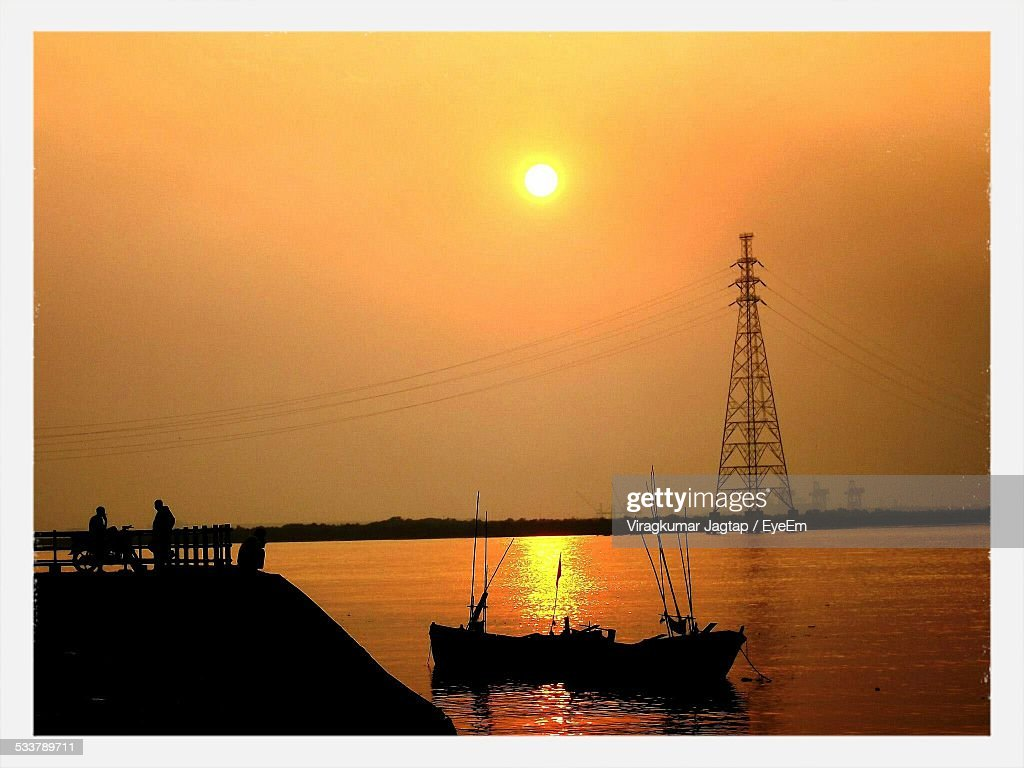 Silhouette Boat And Electricity Pylon Against Sky During Sunset : Foto stock