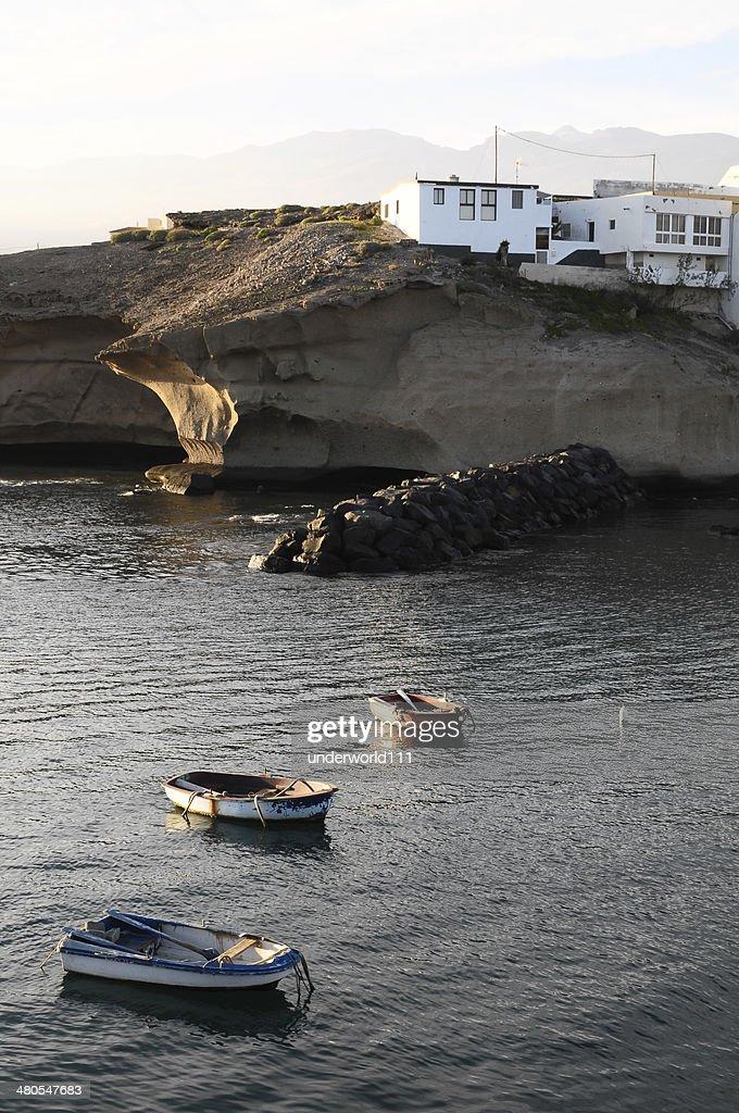 Silhueta barcos ao pôr do sol : Foto de stock