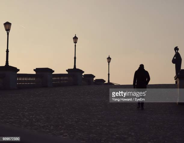 silhouette man walking at bridge during sunset - antwerpen stad stockfoto's en -beelden