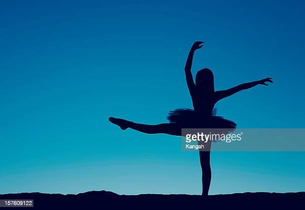 silhueta de uma bailarina - bailarina - fotografias e filmes do acervo