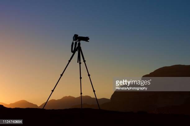 silhouette of a camera on a tripod at sunrise, jordan - 三脚 ストックフォトと画像