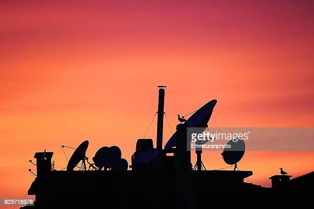 silhouette of a rooftop at sunset - emreturanphoto - fotografias e filmes do acervo