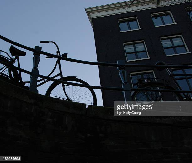 silhouette of bicycles and building in amsterdam - lyn holly coorg stock pictures, royalty-free photos & images
