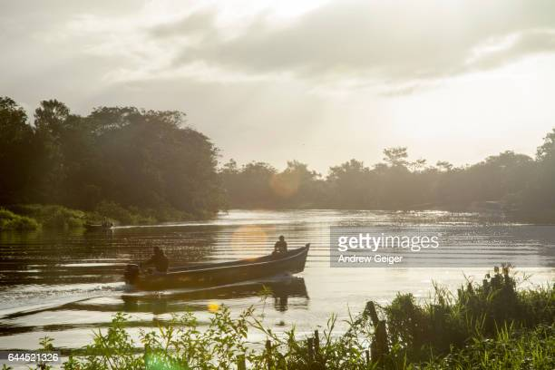 silhouette of boat on river at sunset. - サンカルロス ストックフォトと画像