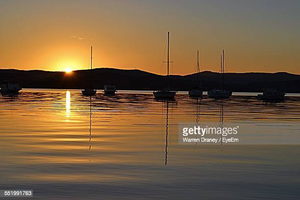 silhouette of boats in sea - mooloolaba stock pictures, royalty-free photos & images