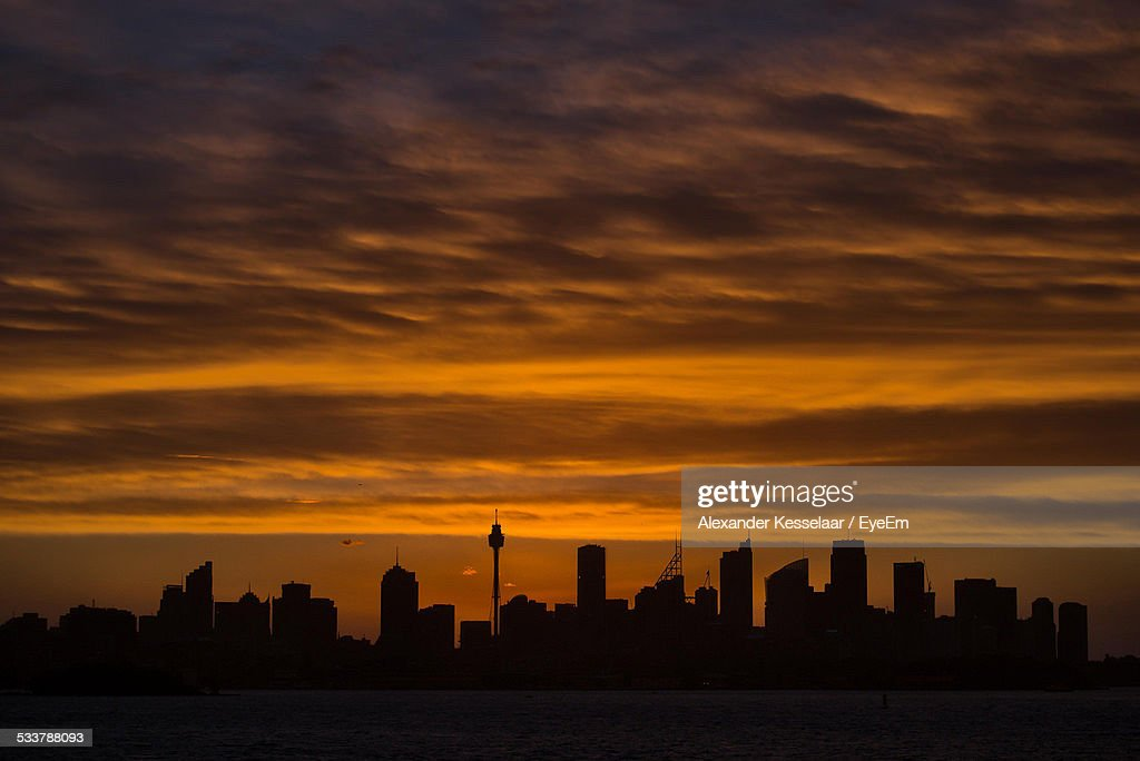 Silhouette Of Buildings At Sunset : Foto stock