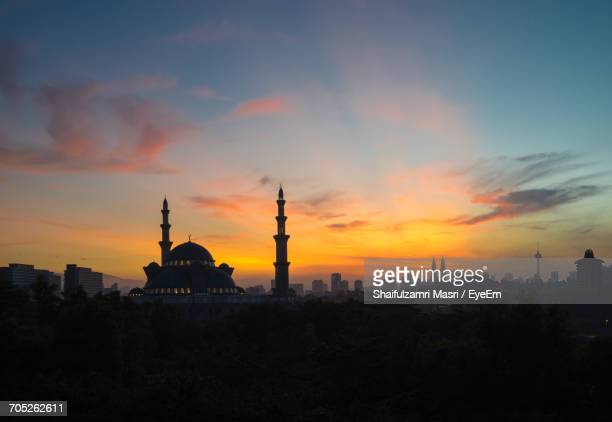 silhouette of buildings at sunset - shaifulzamri stock pictures, royalty-free photos & images