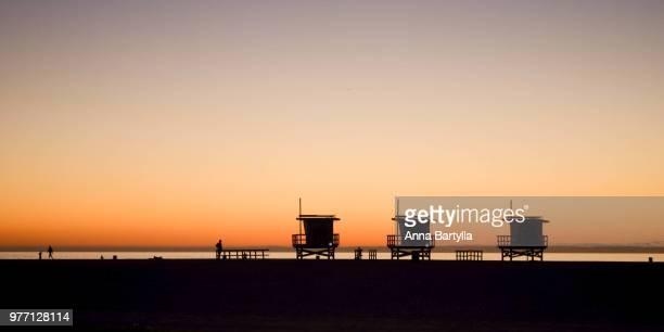 silhouette of cabins at sunset, california, usa - anna cabana photos et images de collection