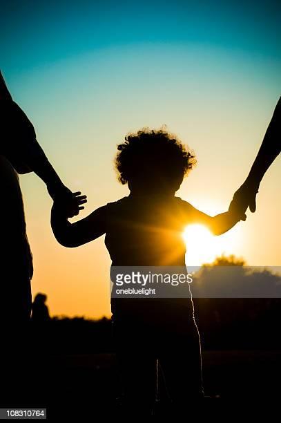 Enfant tenant la Silhouette des mains