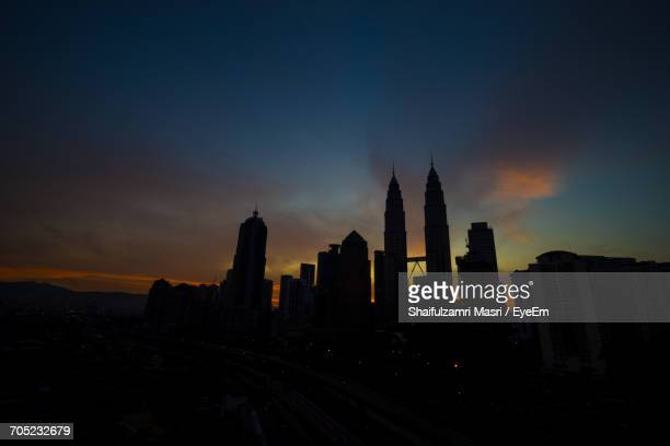 silhouette of city at dusk - shaifulzamri stock pictures, royalty-free photos & images