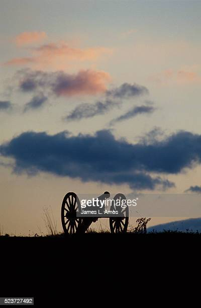 silhouette of civil war cannon - civil war stock pictures, royalty-free photos & images