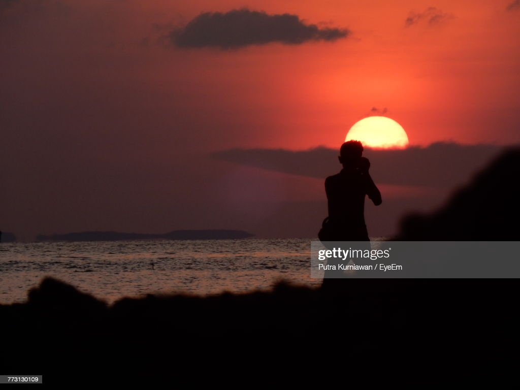 Silhouette Of Man With Camera At Beach During Sunset : Photo