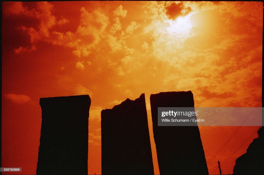 Silhouette Of Monuments At Sunset : Foto stock