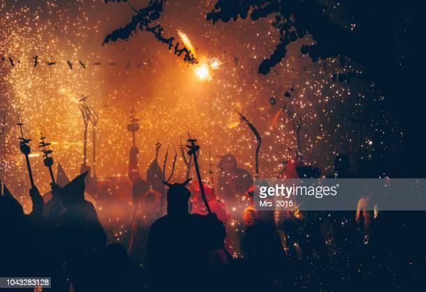 silhouette of people at the correfoc festival, catalonia, spain - disfraz de diablo fotografías e imágenes de stock