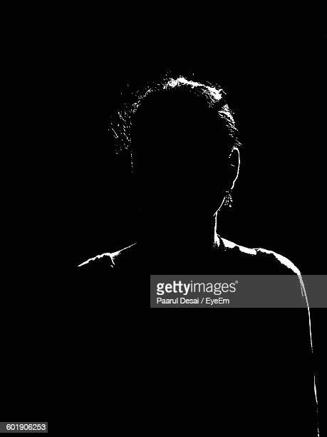 silhouette of person - onherkenbaar persoon stockfoto's en -beelden