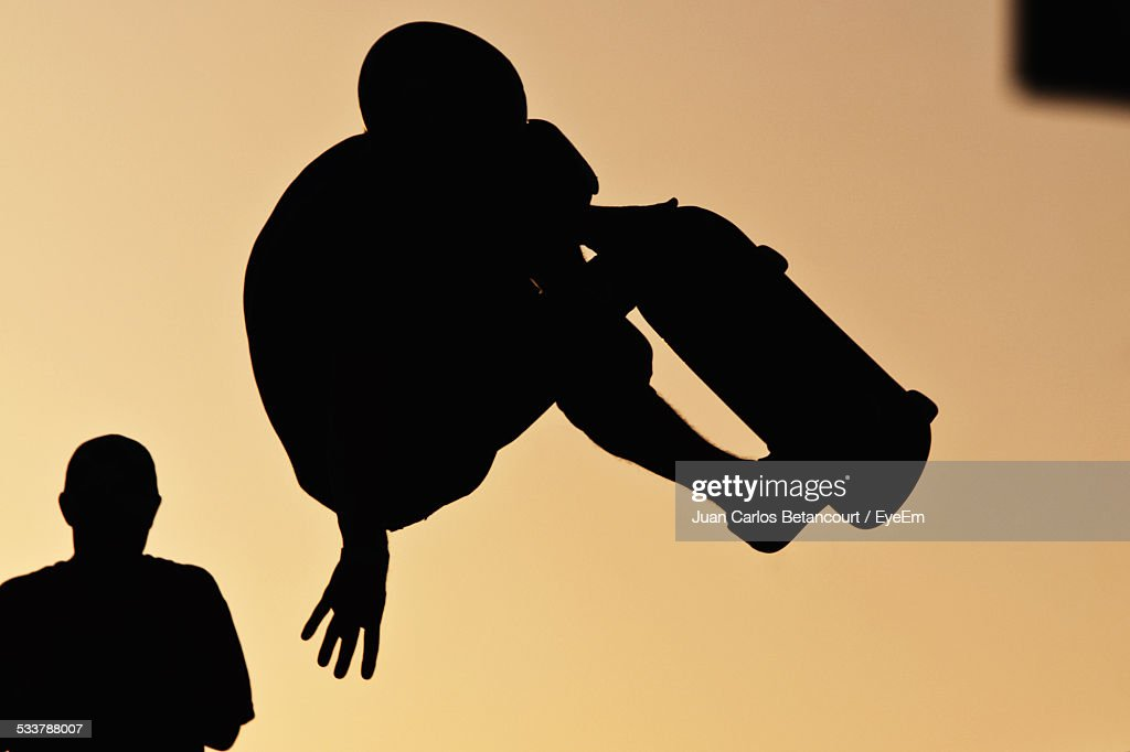 Silhouette Of Person Skateboarding Against Clear Sky : Foto stock