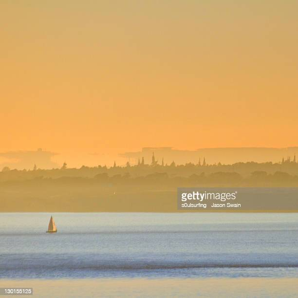 silhouette of sea at sunset - s0ulsurfing stock pictures, royalty-free photos & images
