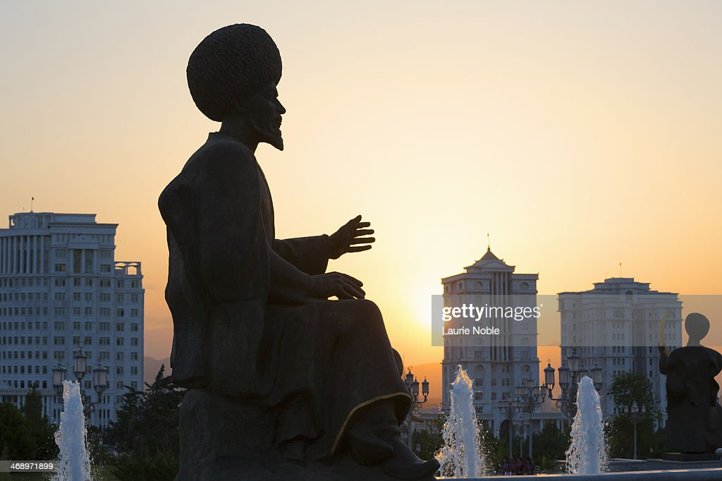 Silhouette of Statue at sunset, Independence Park : Stock Photo