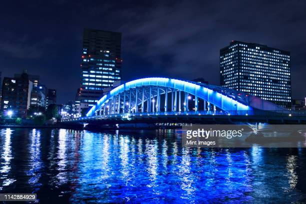silhouette of tokyo skyline lit up at night, tokyo, japan - 永代橋 ストックフォトと画像
