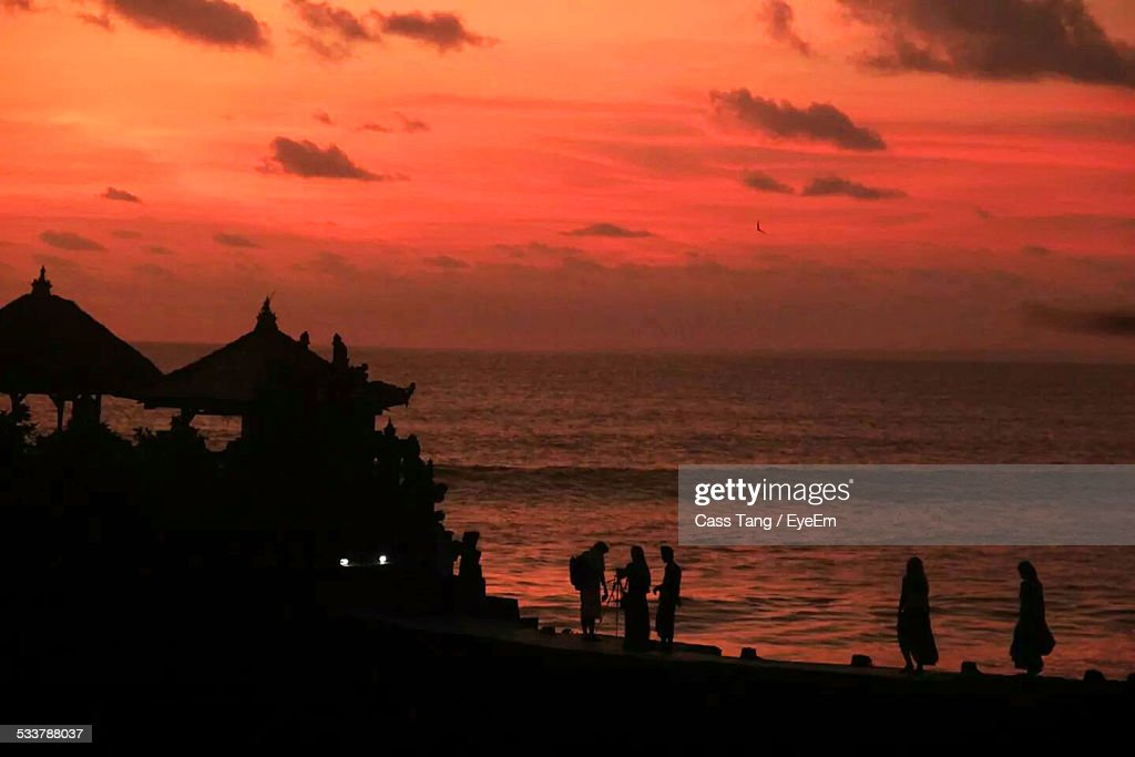 Silhouette Of Tourist Against Sunset : Foto stock