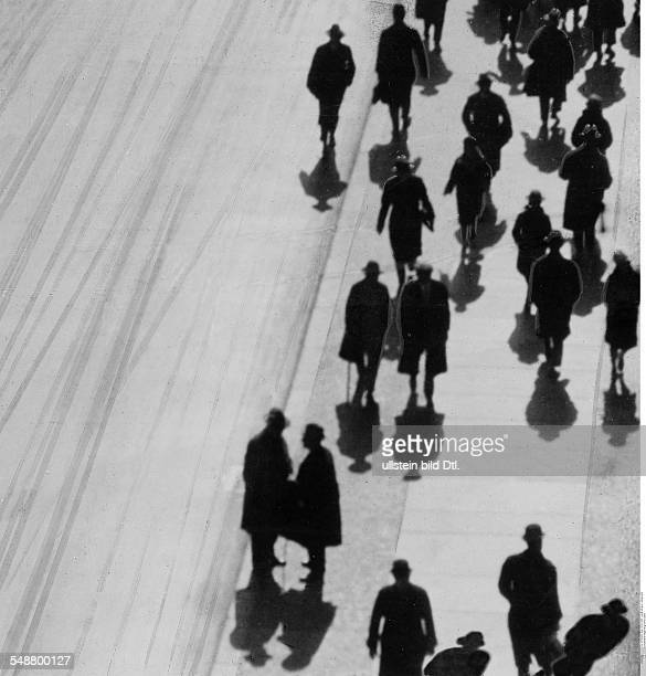 Silhouette Passersby on the pavement 1928 Photographer Karl Schenker / M v Bucovich Published by 'Zeitbilder' 40/1928 Vintage property of ullstein...