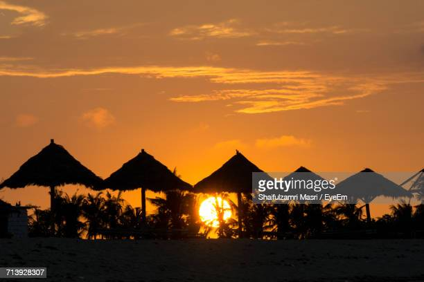 silhouette people at beach during sunset - shaifulzamri stock pictures, royalty-free photos & images