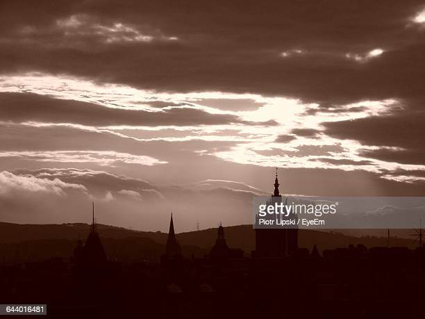 silhouette st giles cathedral against cloudy sky during sunset - st. giles cathedral stock pictures, royalty-free photos & images