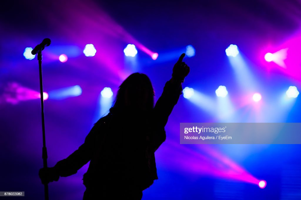 Silhouette Woman At Music Concert : Stockfoto