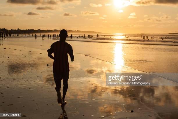 silhouetted sunset, senegal - dakar senegal stockfoto's en -beelden
