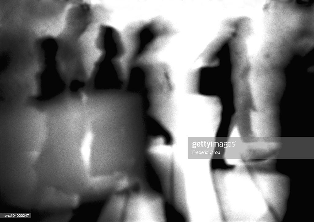 Silhouettes, blurred, b&w : Stockfoto