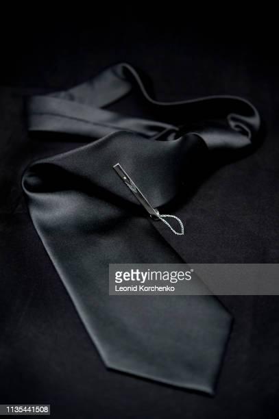 silk black tie - herenkleding stockfoto's en -beelden
