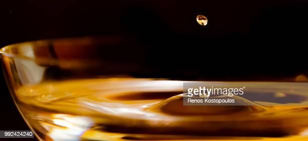 silk drops - whisky photos et images de collection