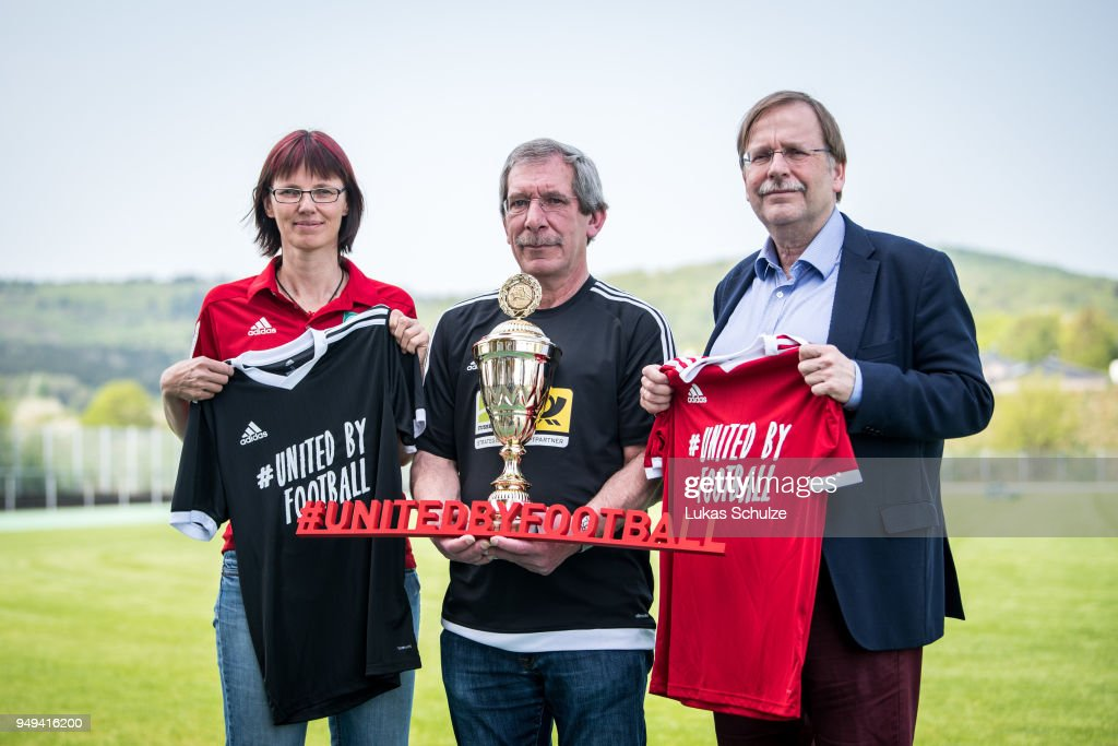 DFB Vice President Dr. Koch Honors Amateur Of the Year Hanno Makel