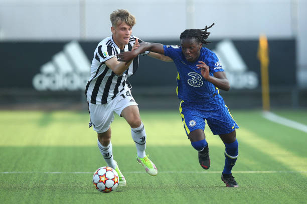 Silko Thomas of Chelsea fights for the ball with Gabriele Mulazzi of Juventus during a UEFA Youth League match between Juventus and Chelsea at JTC...