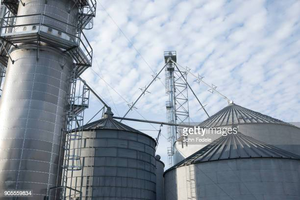 silos at farm - silo stock photos and pictures