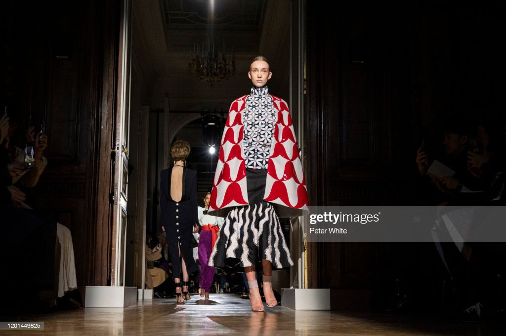 Valentino : Runway - Paris Fashion Week - Haute Couture Spring/Summer 2020 : News Photo