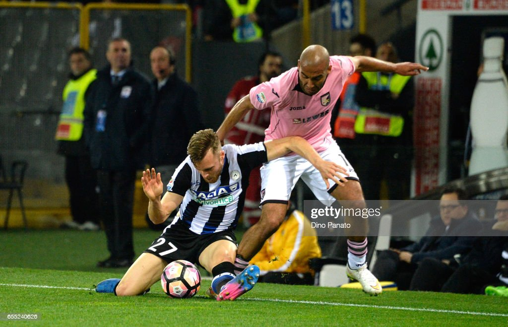 Silvan Widmer (L) of Udinese Calcio competes with Haitam Aleesami of US Citta di Palermo during the Serie A match between Udinese Calcio and US Citta di Palermo at Stadio Friuli on March 19, 2017 in Udine, Italy.