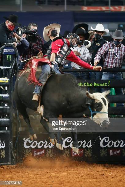 Silvano Alves rides bull Bullseye during the PBR World Finals, on November 15th at the AT&T Stadium, Arlington, TX.