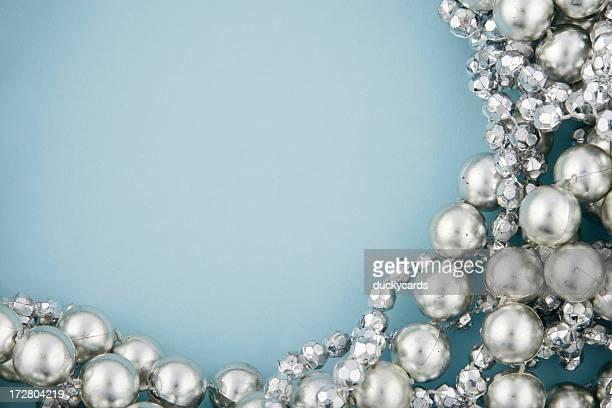 Silber Perlen auf Blau