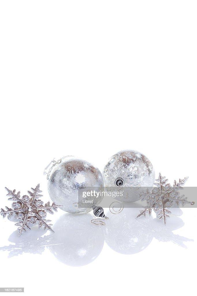 Silberne Weihnachtskugeln.Silberne Weihnachtskugeln Auf Weissem Hintergrund Stock Foto