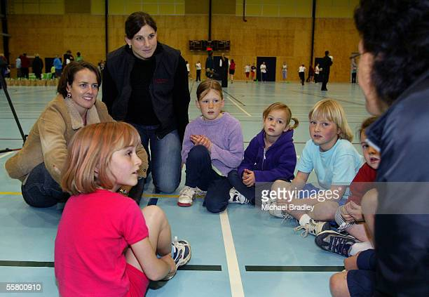 Silver Ferns Lesley Nicol and Anna Veronese centre along with young netballers listen to NZ selector Te Aroha Keenan at the Smokefree training...