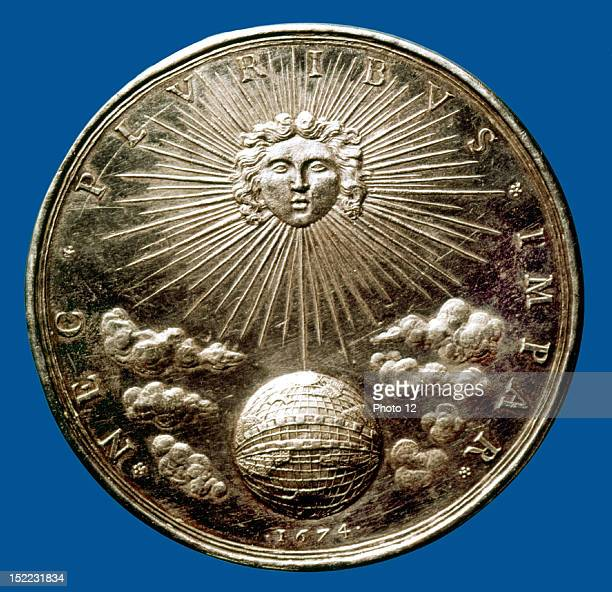 Silver medal Louis XIV of France the sun dominating the world with the motto 'Nec Pluribus Impar' 17th century