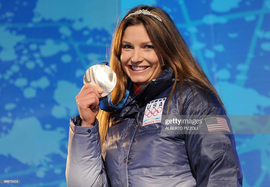 US silver medallist Julia Mancuso stands : News Photo