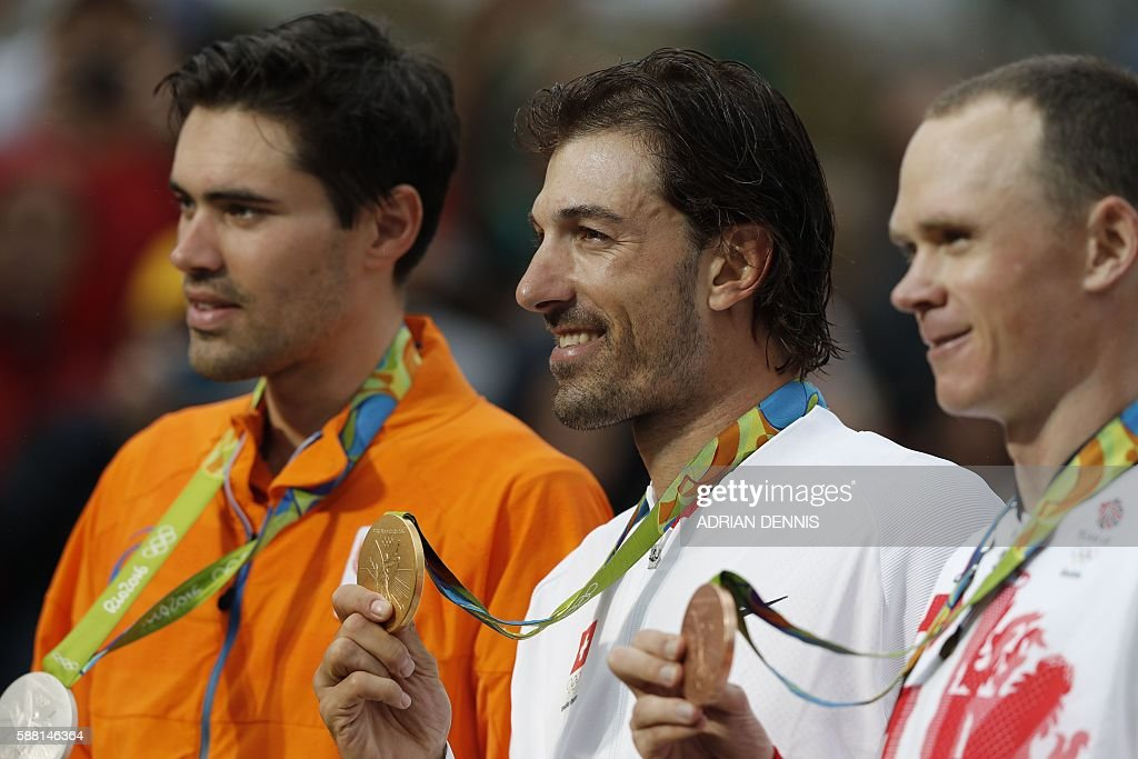 Silver medallist Netherlands' Tom Dumoulin, gold medallist Switzerland's Fabian Cancellara and bronze medallist Britain's Christopher Froome pose on the podium after the Men's Individual Time Trial event at the Rio 2016 Olympic Games in Rio de Janeiro on August 10, 2016. / AFP / Adrian DENNIS